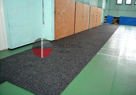 Rubber sport surface in rolls and puzzle tiles 1